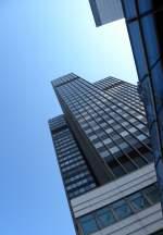 Stadtansichten/27618/steglitzer-kreisel-berlin-bezirk-steglitz-119 Steglitzer Kreisel, Berlin, Bezirk Steglitz. 119 Meter hohes, teils leerstehendes ehem. Verwaltungsgebäude mit 27 Stockwerken.
